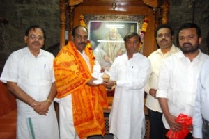 Union Minister Jagatrakshakan at Shirdi temple. Trustee Ashok Khambekar felicitated him